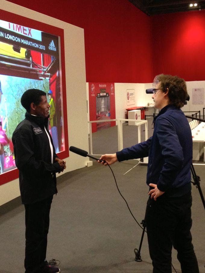 stuart-appleby-interviewing-haile-gebrselassie
